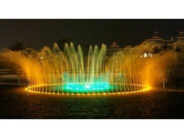 水幕喷泉的造型效果取决于哪里?